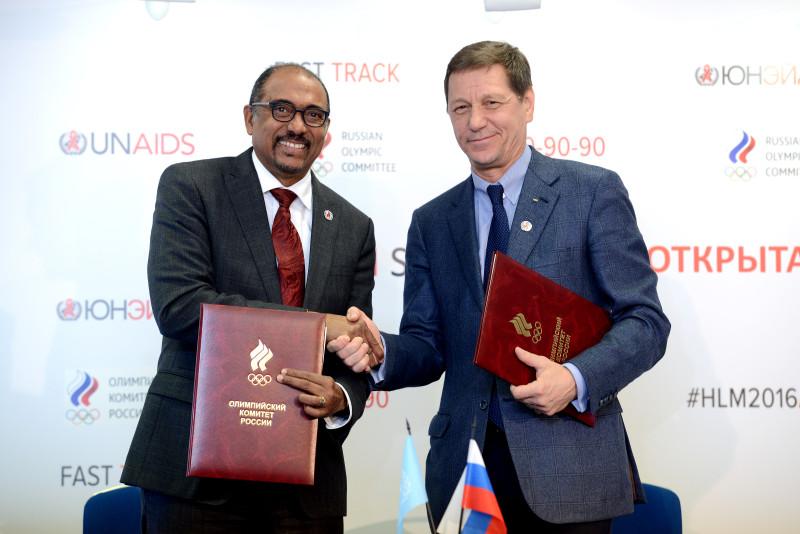 В первый день Конференции был подписан Меморандум о сотрудничестве между Олимпийским комитетом Российской Федерации и ЮНЭЙДС